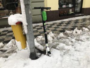 Ondergesneeuwde lime deelstep in Praag
